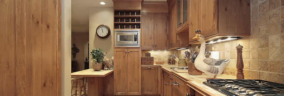 /pine-by-design-case-studies/handmade-pine-country-kitchen-design-with-a-proud-spindle-and-traditional-waxed-pine-finish
